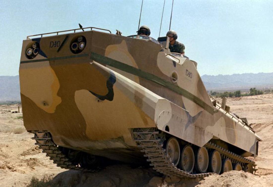 20-тонный LVTP-7 (после 1980-х стал называться AAV7)