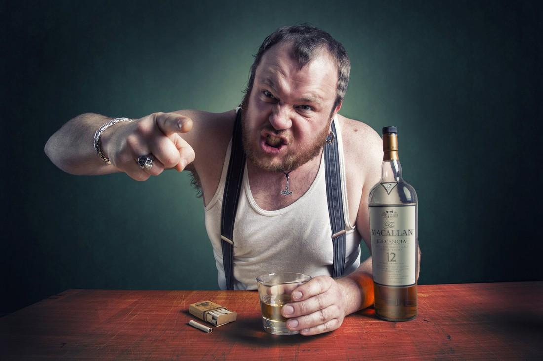 Пить в одиночестве — это не алкоголизм