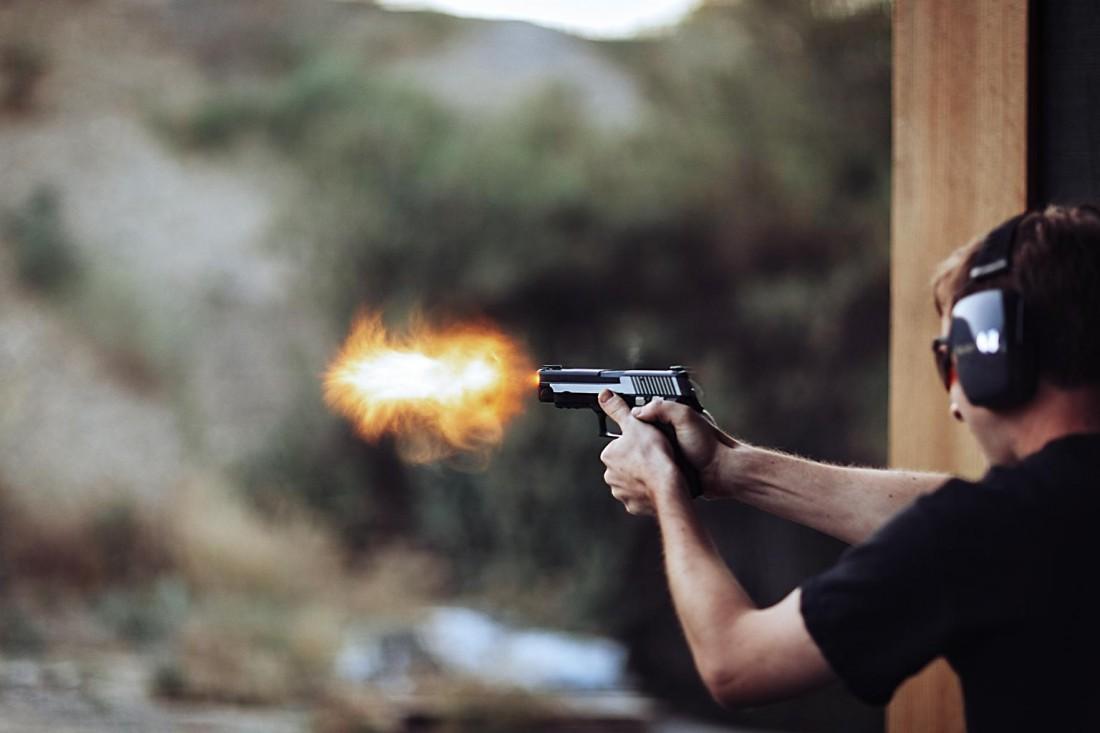Достал пистолет — стреляй. Особенно если пришел в тир