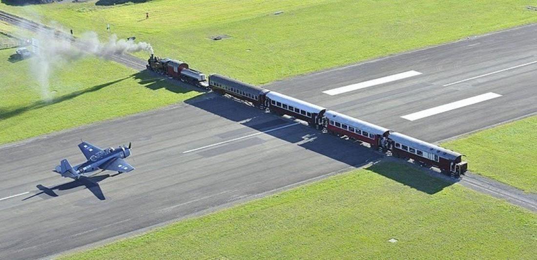 ВПП аэропорта Гисборн пересекает железная дорога