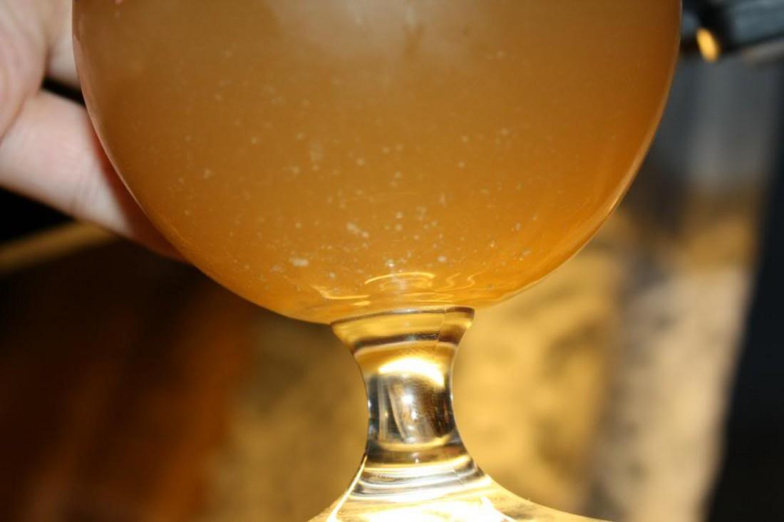 Не пугайся: дрожжевой осадок в белом пиве — это нормально