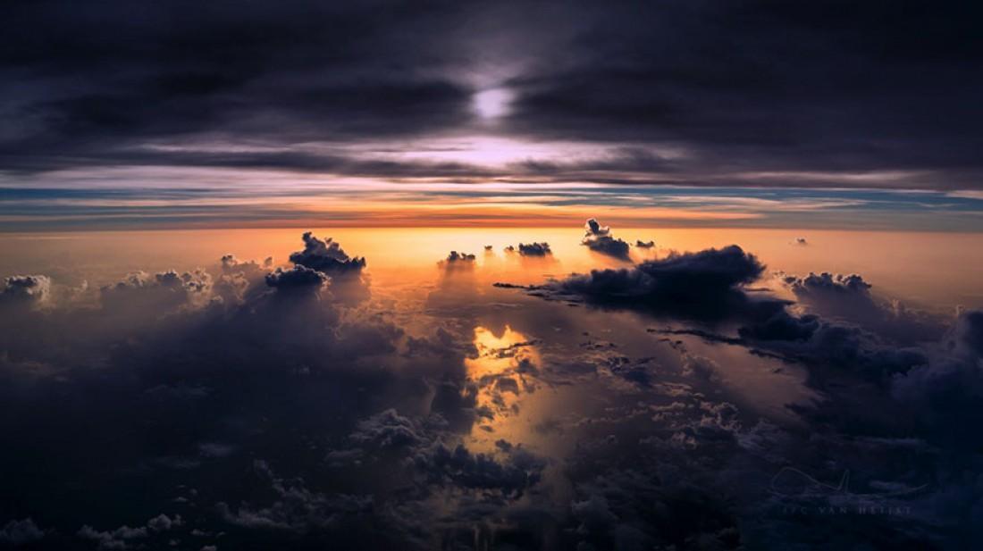 Вечернее голландкое небо, сфотографированное Кристианом ван Хейстом