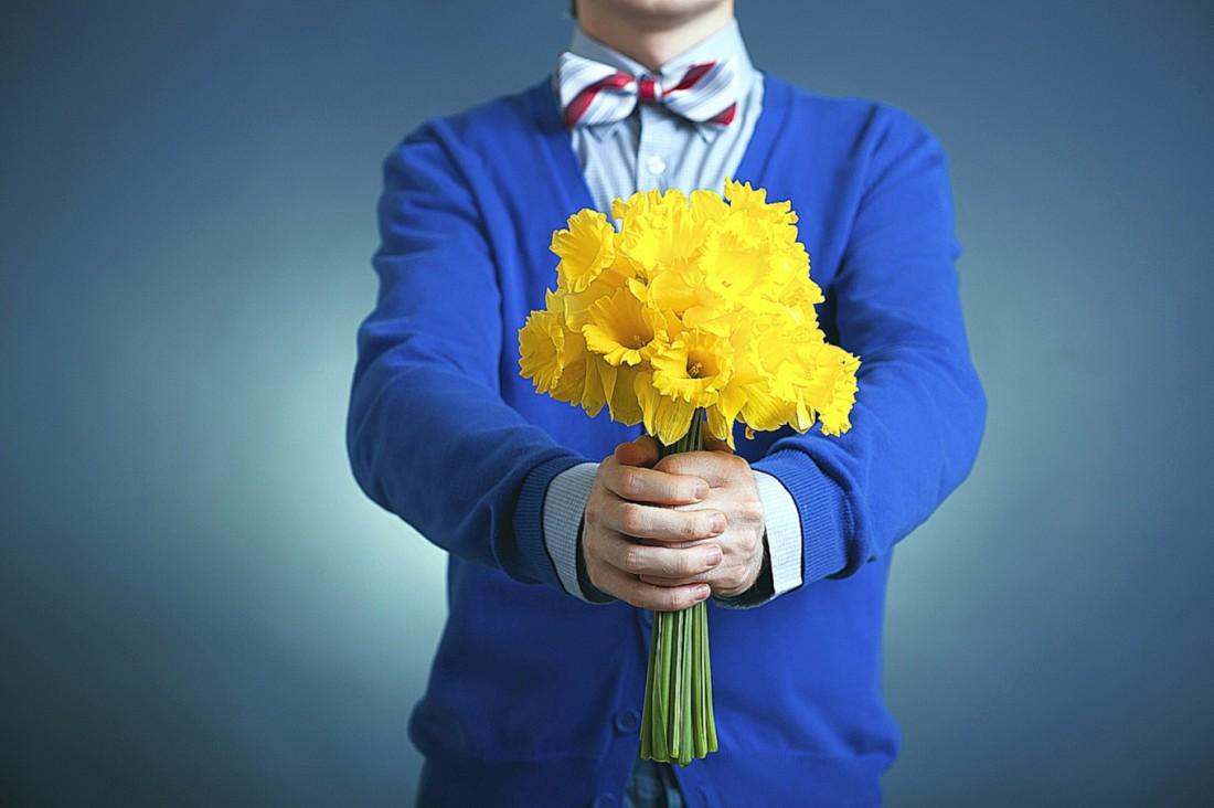 Чаще дари ей цветы. Это снижает вероятность женской истерики