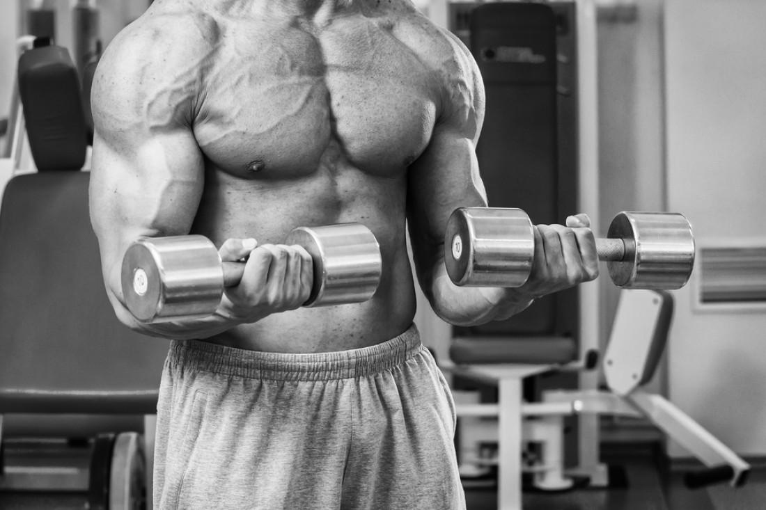 Сгибания Зоттмана — одно из лучших упражнений для проработки головок бицепса, брахиалиса и мышц предплечья
