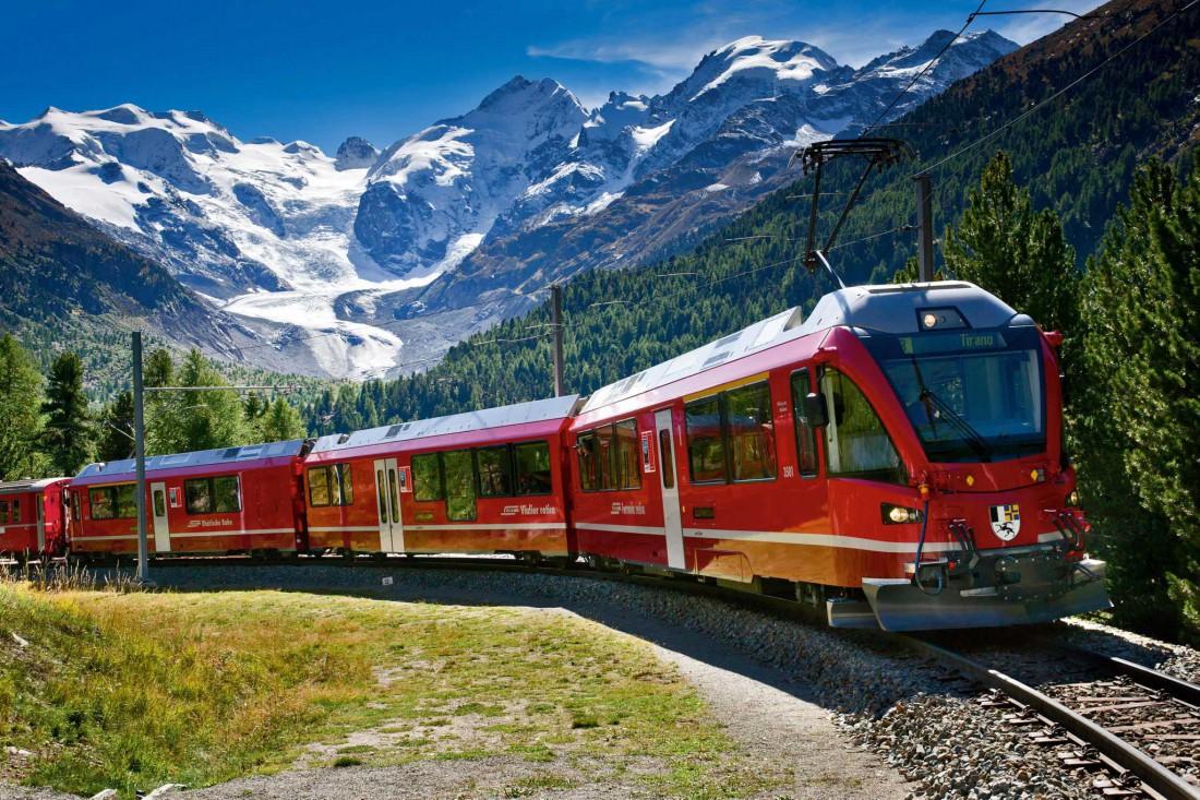 Bernina Express. Платишь 70€ — едешь в Италию и глазеешь на горы