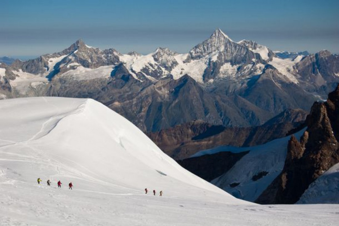 На фирновых полях северных склонов массива Монте-Роза берет свое начало крупнейший ледник Пеннинских Альп — Горнер