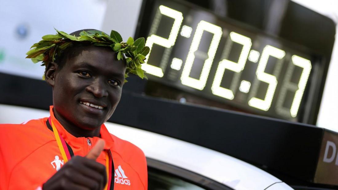 Деннис Киметто — кенийский легкоатлет, бегун на длинные дистанции. Победитель Берлинского марафона 2014 года с новым мировым рекордом — 2:02.57