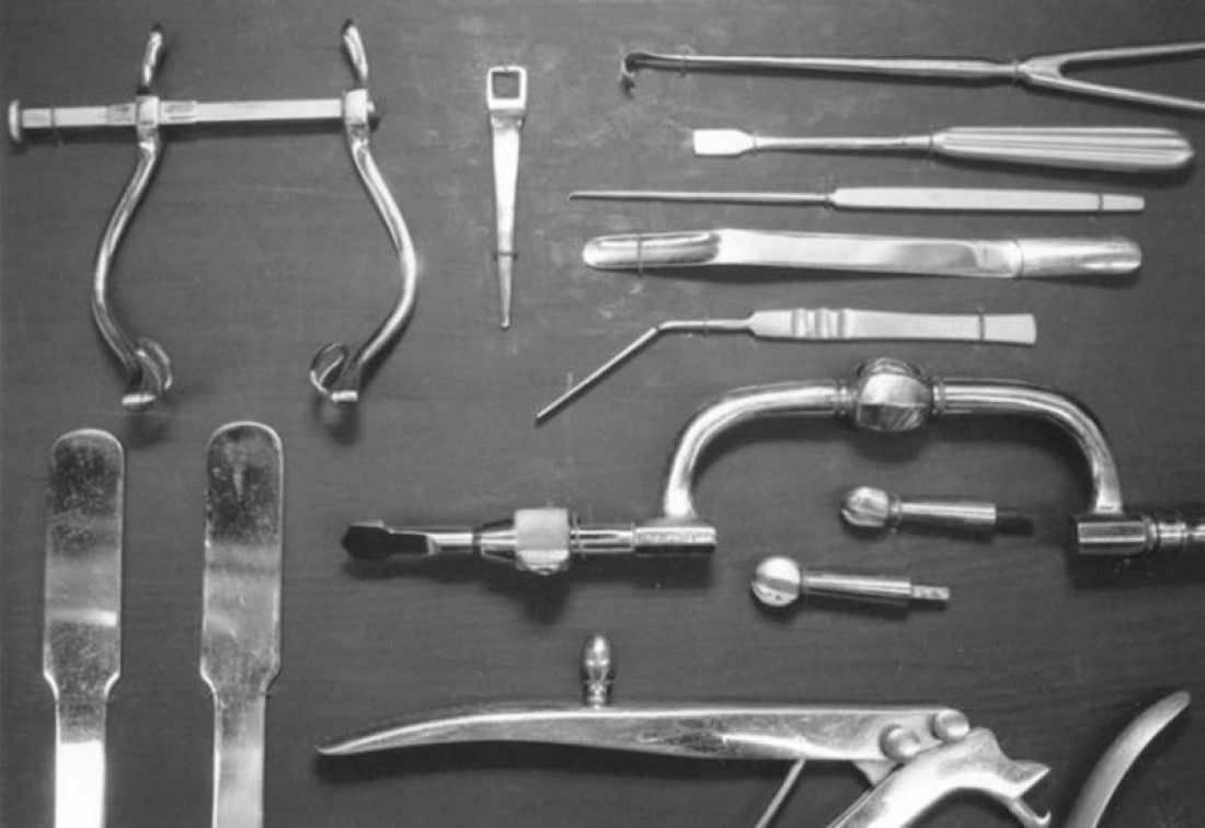 Полный спектр инструментов, с которыми проводилась лоботомия