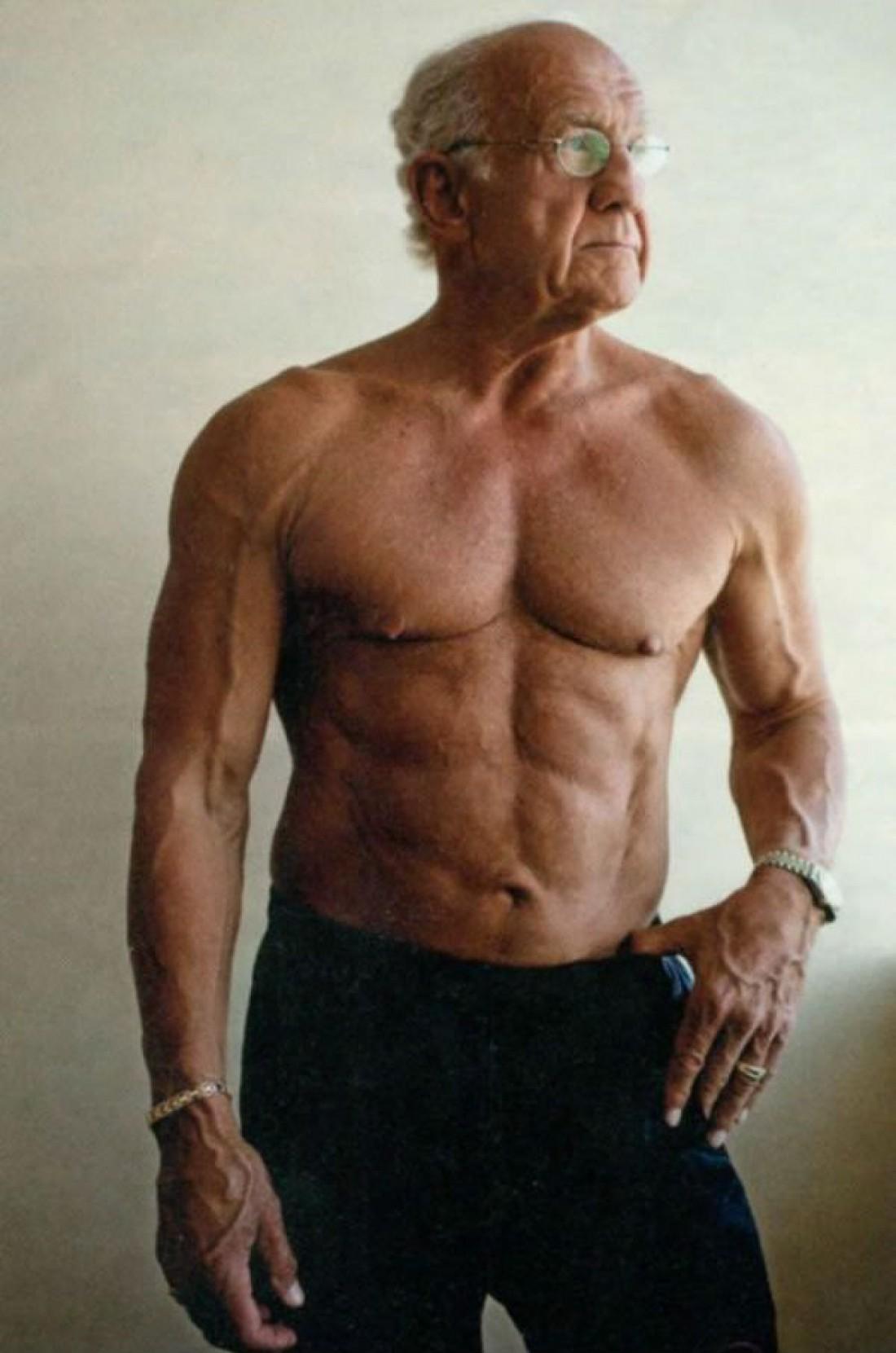 Джеффри Лайф (Jeffry Life) — старик из США, решивший заниматься культуризмом. Возраст — 72