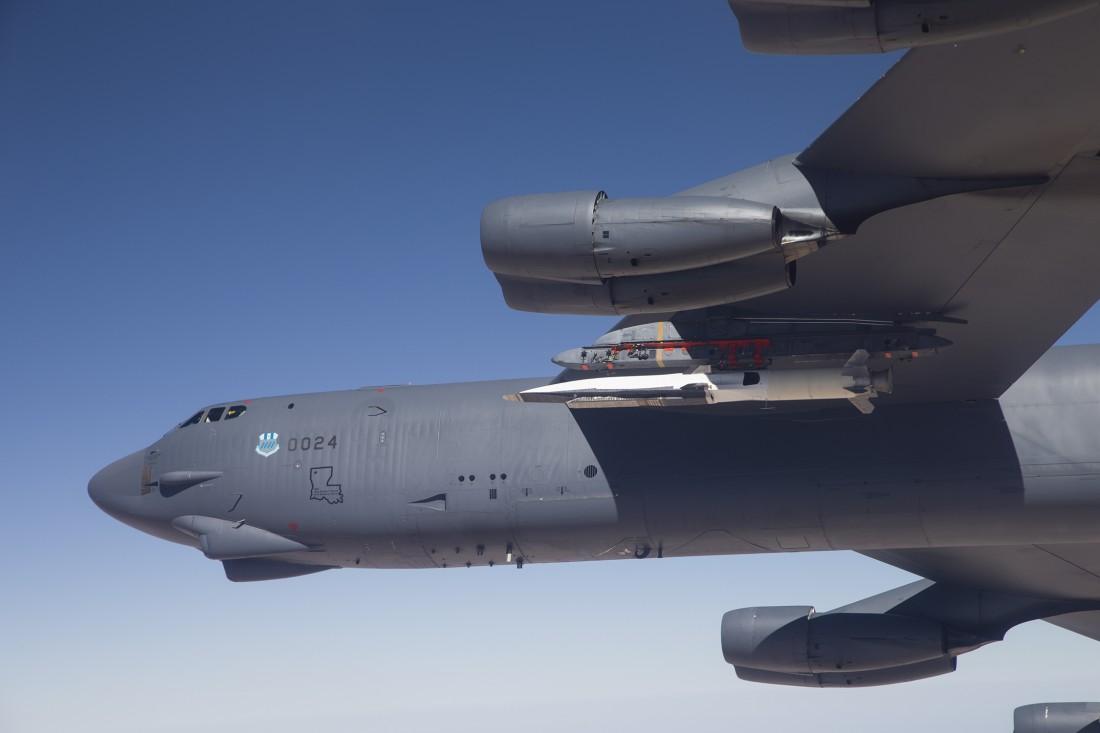 Старый добрый B-52, несущий X-51A — гиперзвуковую сверхточную ракету радиуса дальнего действия