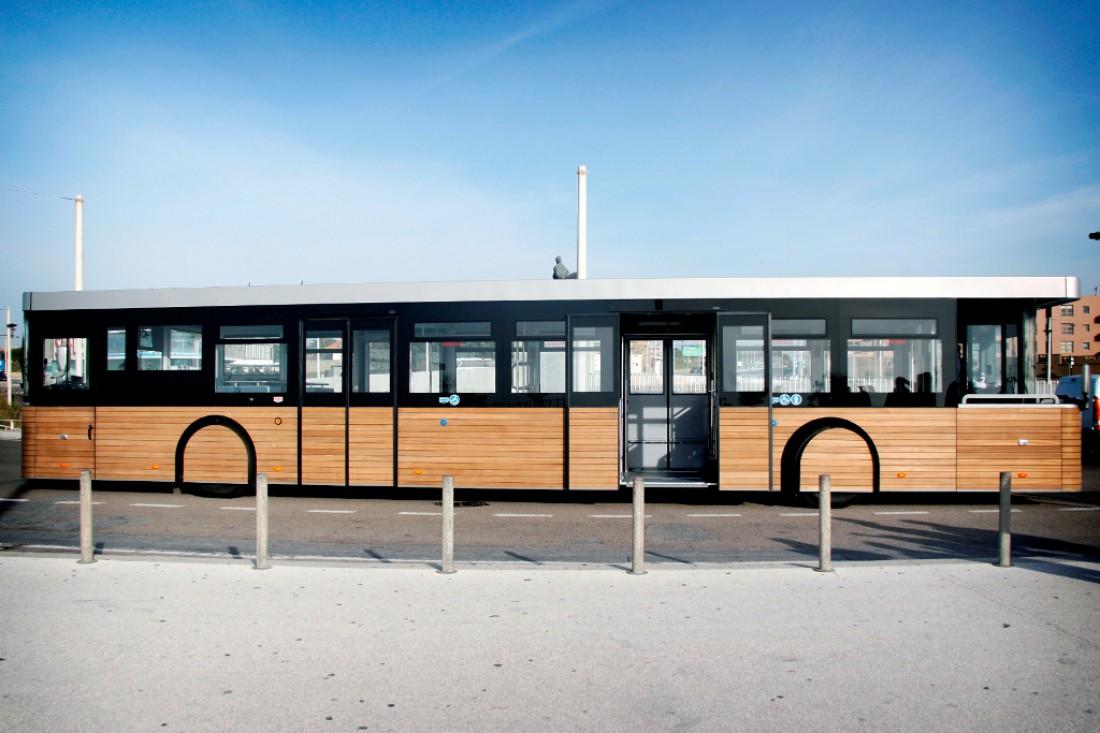 Длина Cobus DES — 14,5 метров. Вместительность — 98 пассажиров