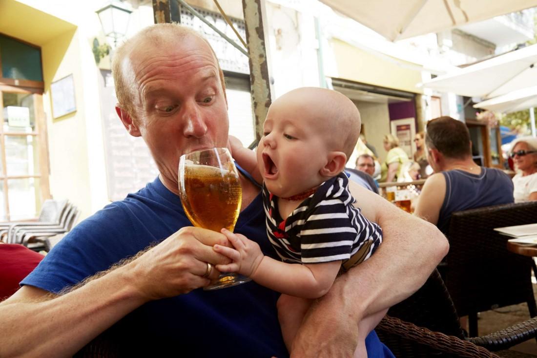О целебном воздействии пива на мужской организм знает даже
