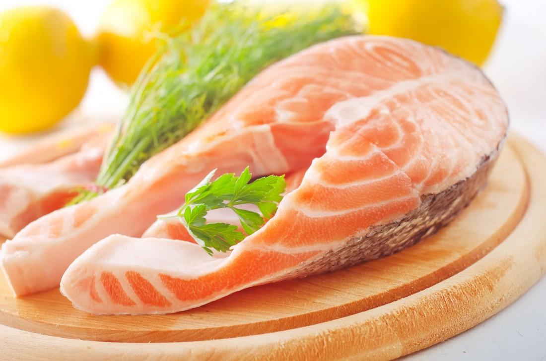 Мясо лосося — диетический способ накормить мышцы протеином