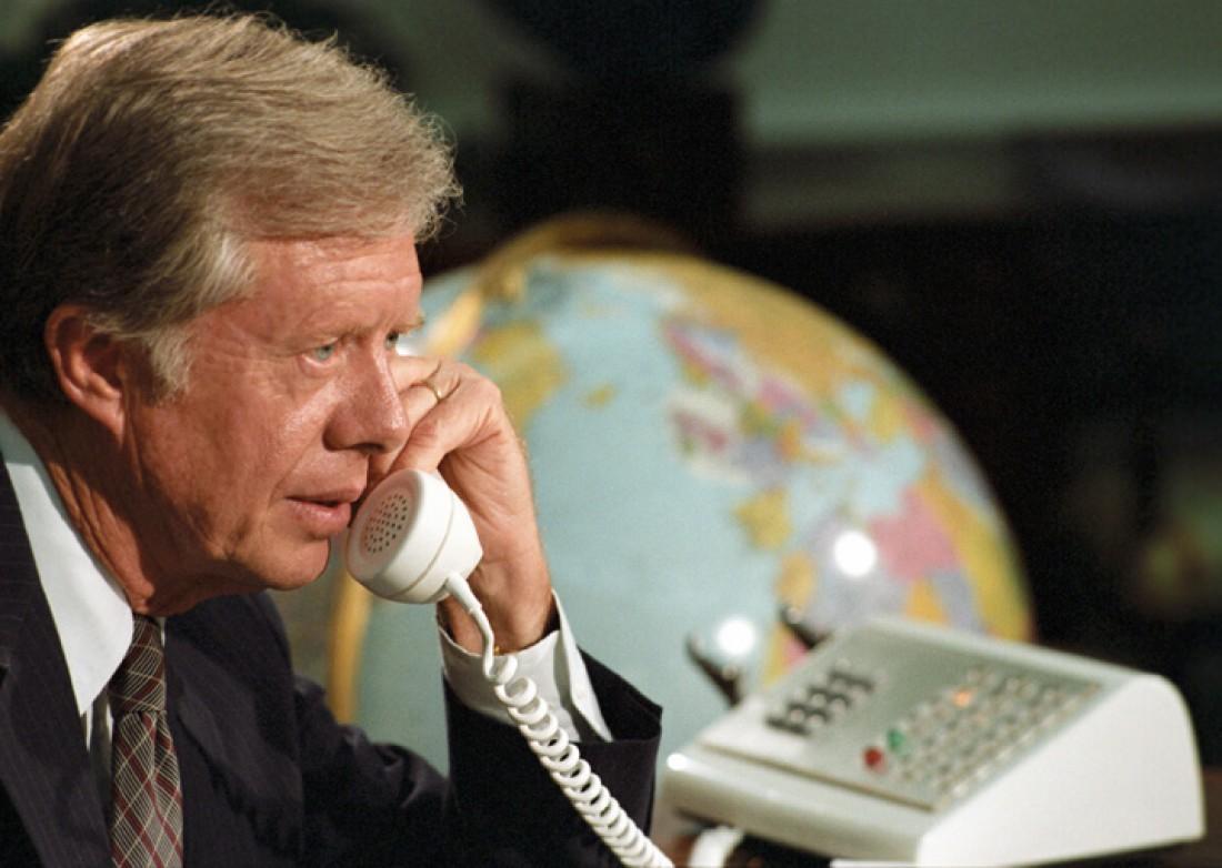 Пока США готовились к запуску ракет, Джимми Картер болтал по телефону