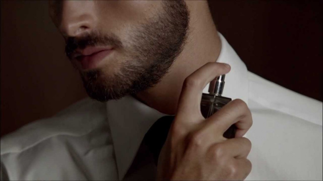 Имей несколько парфюмов. Наноси их на себя