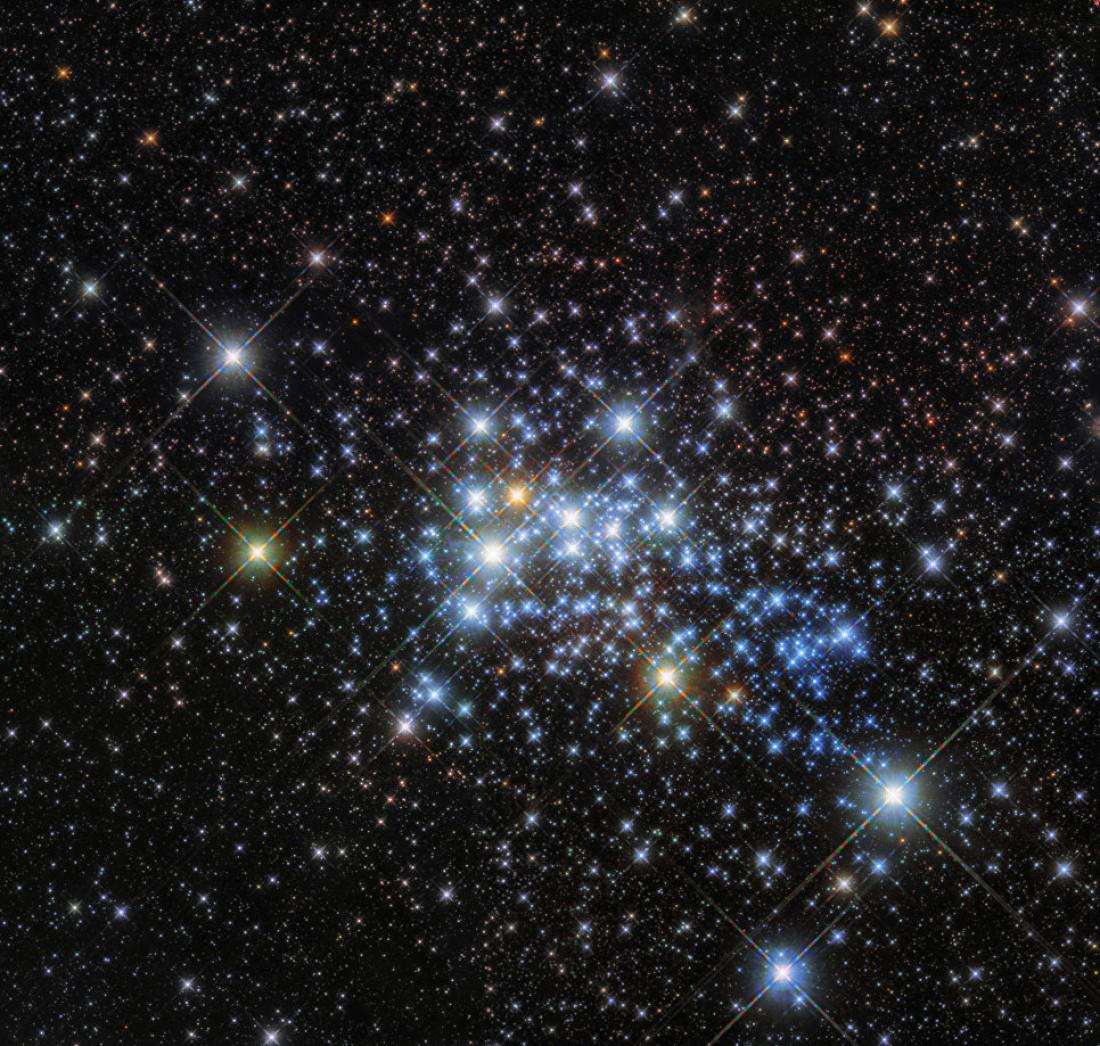 «Хаббл» получил фотографии наибольшей звезды
