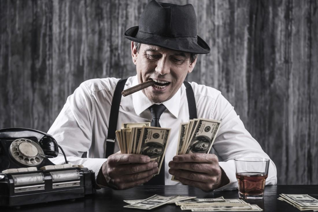 Как обзавестись деньгами — стать гангстером и грабить банки