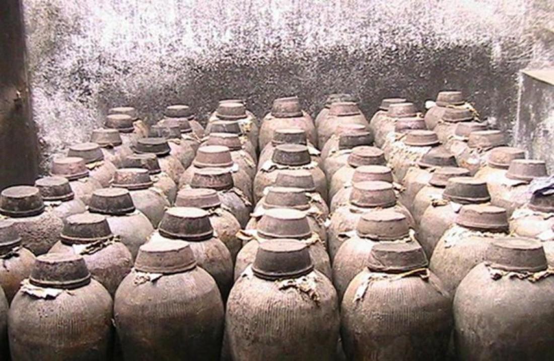 Примерно в таких сосудах хранили рисовую водку