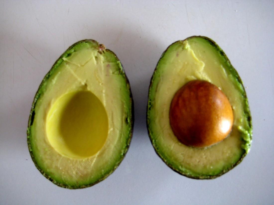 В спелом виде авокадо можно намазывать на хлеб