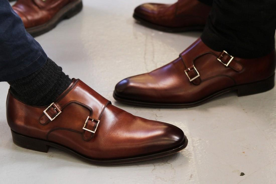 Внешний вид делового мужчины начинается с чистых ботинок