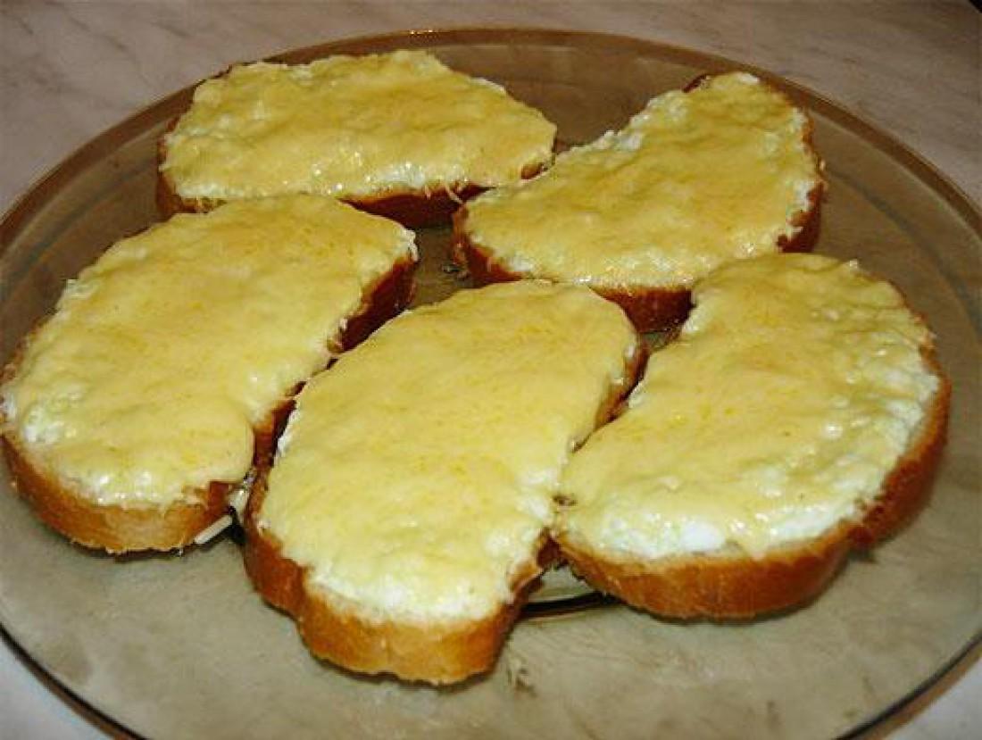 Бутерброд с яйцом и сыром. Самый простой и холостяцкий бутерброд
