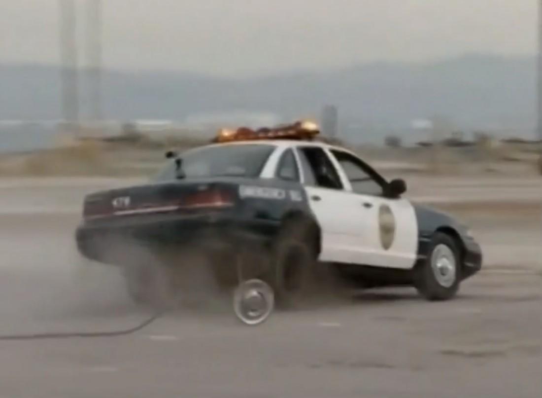 Копия полицейской машины, над которой издевались