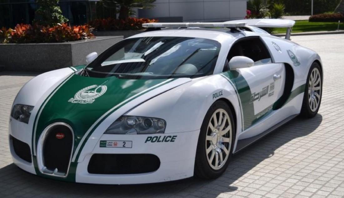 Bugatti Veyron в гараже полиции Дубая