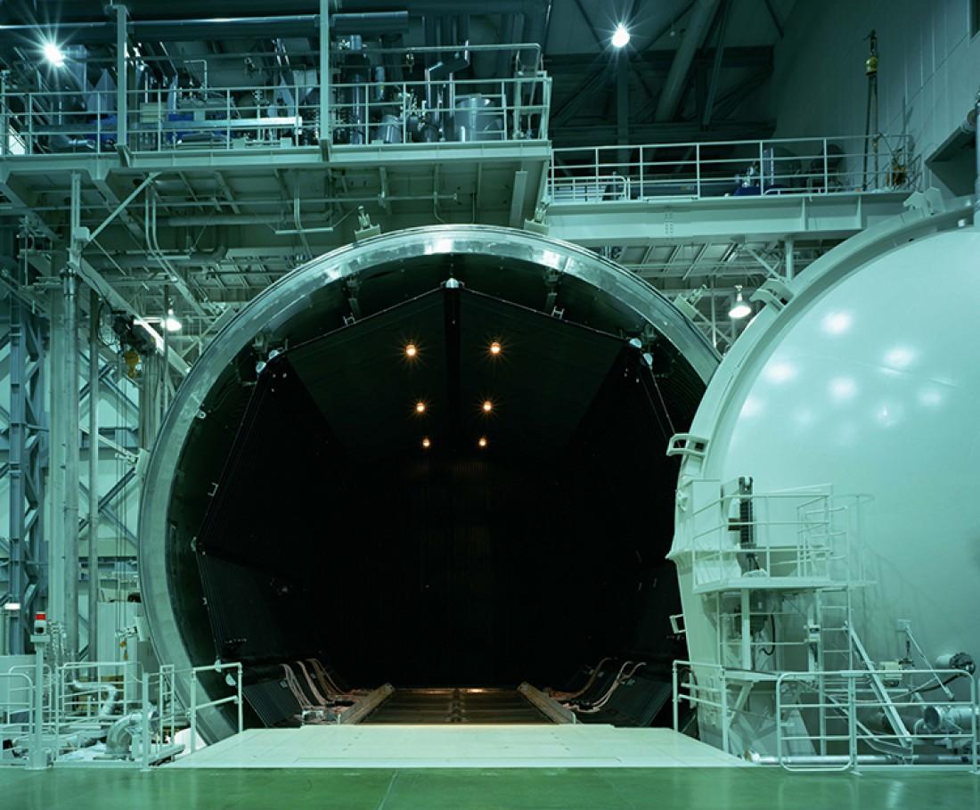 Та самая гигантская вакуумная камера завода Mitsubishi Electric