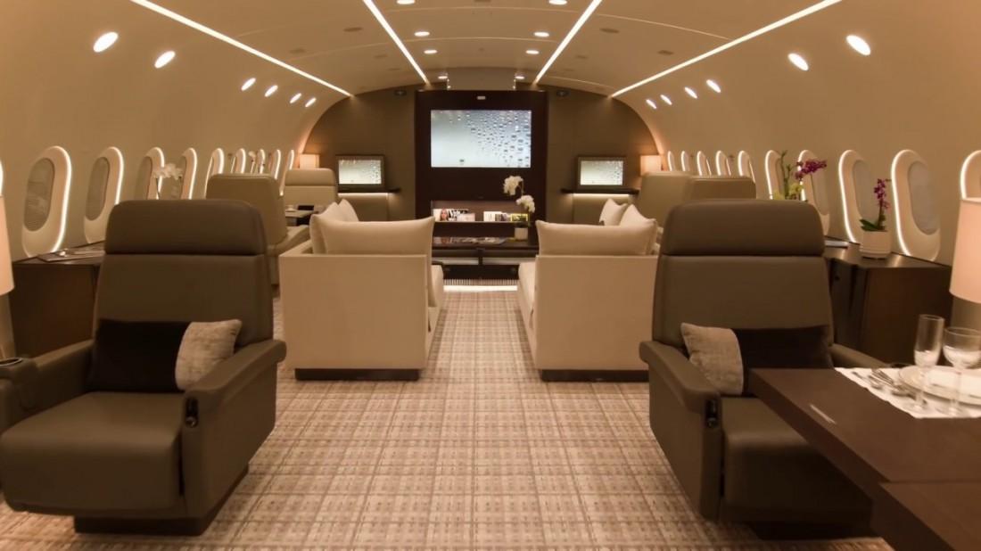 Коричнево-бежевый интерьер обновленного Boeing 787 Dreamliner