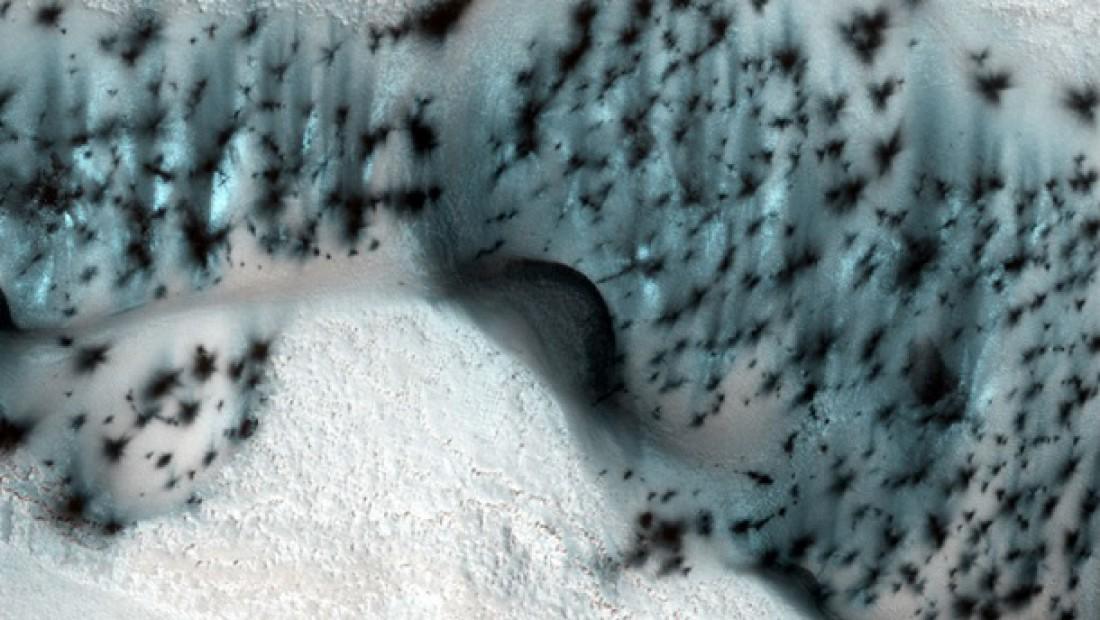 NASA показала снег наМарсе