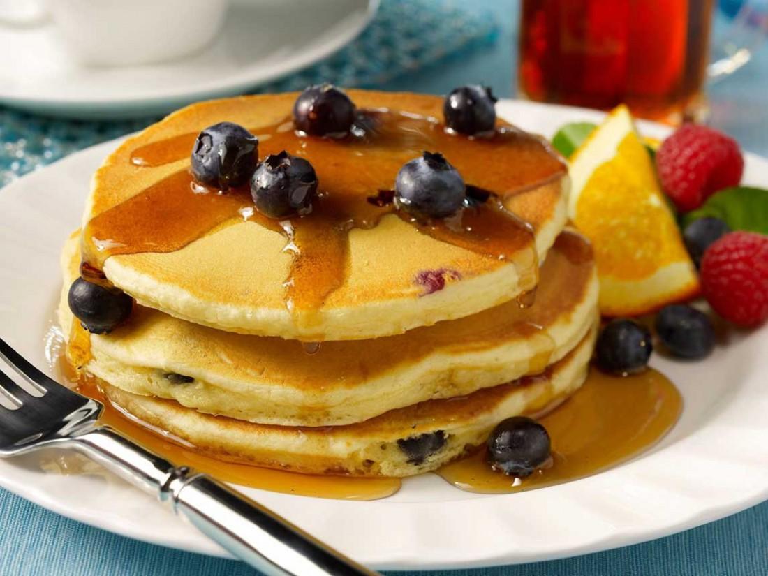 Хочешь быть здоровее? Лопай блины со свежими фруктами и ягодами