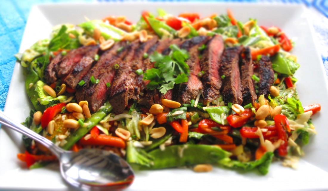 Идеальный салат — тот, в котором достаточное количество белков и углеводов