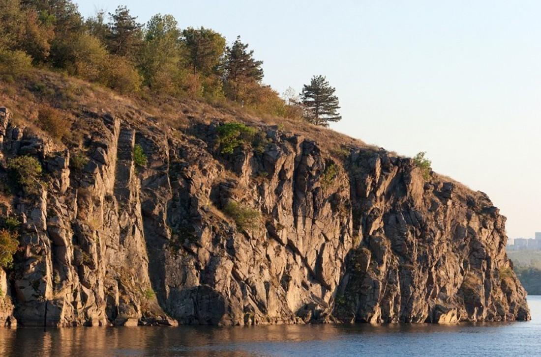 Скалистый остров Хортица