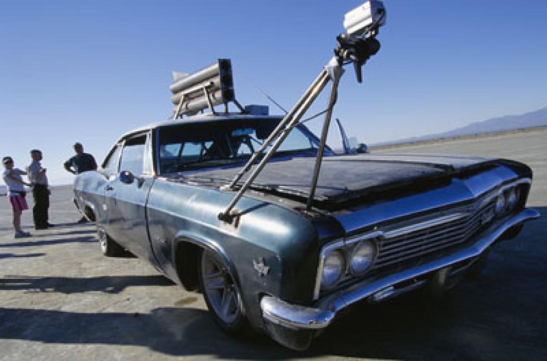 Chevrolet Impala 1967 года с ракетами на крыше