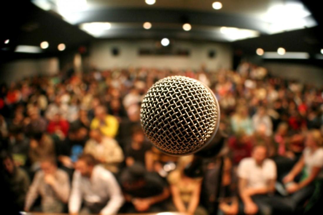 Репетируй спич в микрофон, чтобы потом не пугаться своего голоса