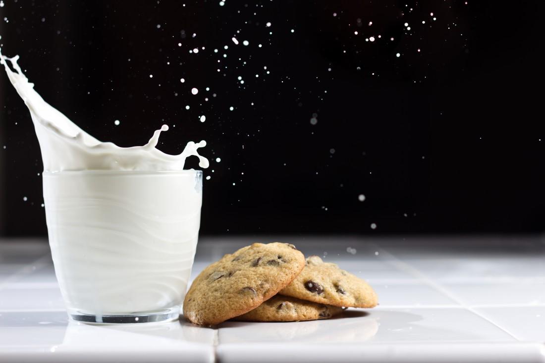 В холодный сезон забудь про молоко и сладкое — чревато простудой и ожирением