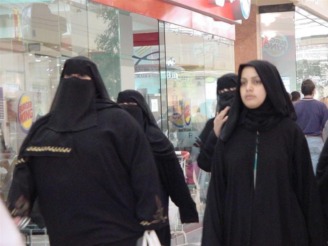Кувейт. Есть экспонаты, объем которых видно даже через паранджу