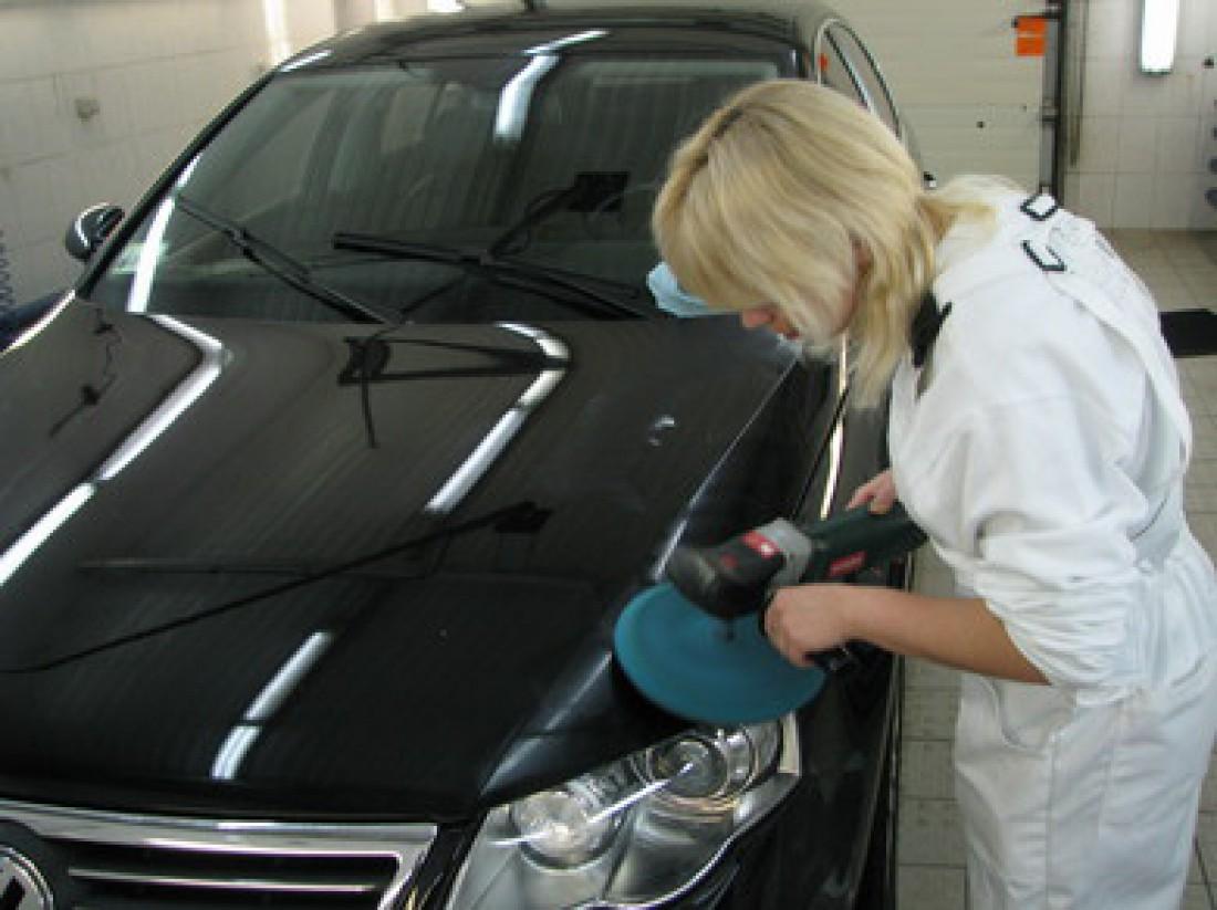 Летом кузов автомобиля особенно нуждается в дополнительной внешней защите