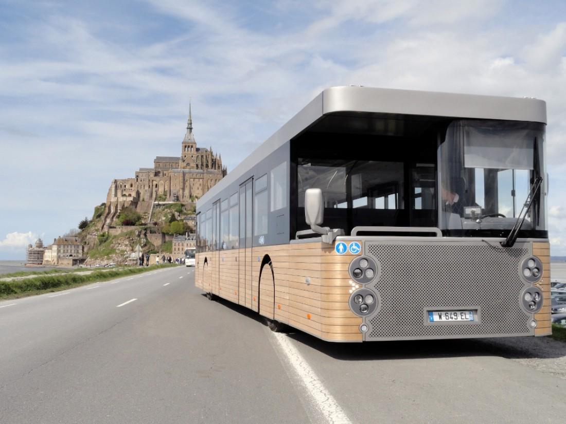 14,5-метровый Cobus DES на фоне крепости Мон-Сен-Мишель