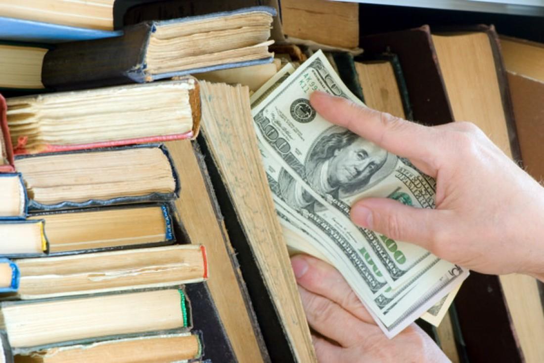 Не прячь деньги в книгах — воры их там обязательно найдут