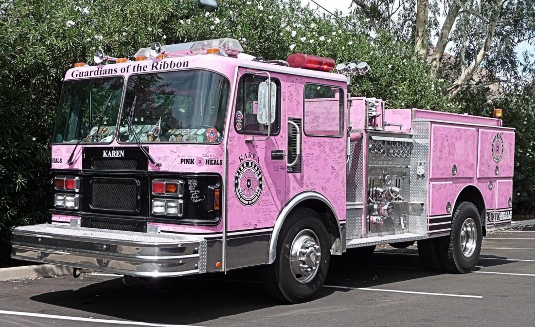 Розовый пожарный грузовик — это реально