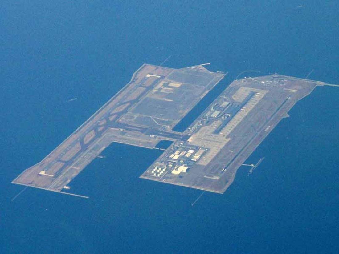 Международный аэропорт Кансай видно даже из космоса