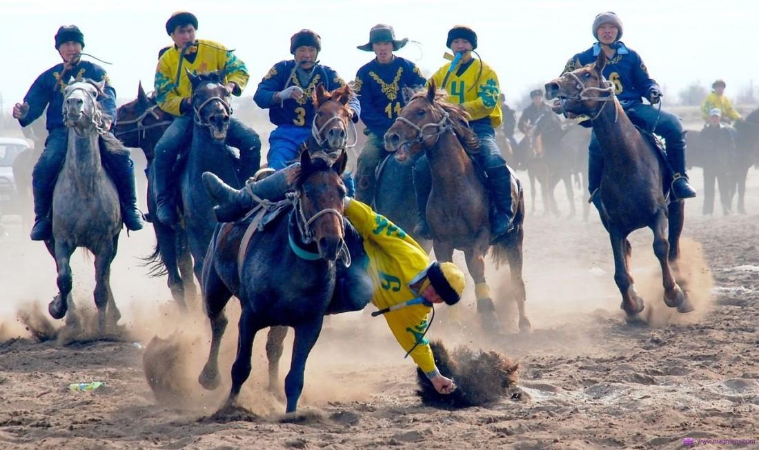 Восточный — мир, который полон лошадей, скорости и мертвых животных