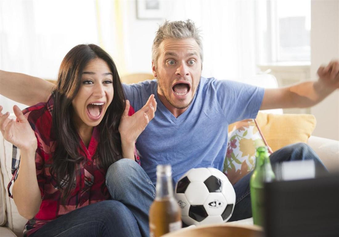 Она тоже любит пивко и футбол? Она — вымирающий вид. Люби ее и береги