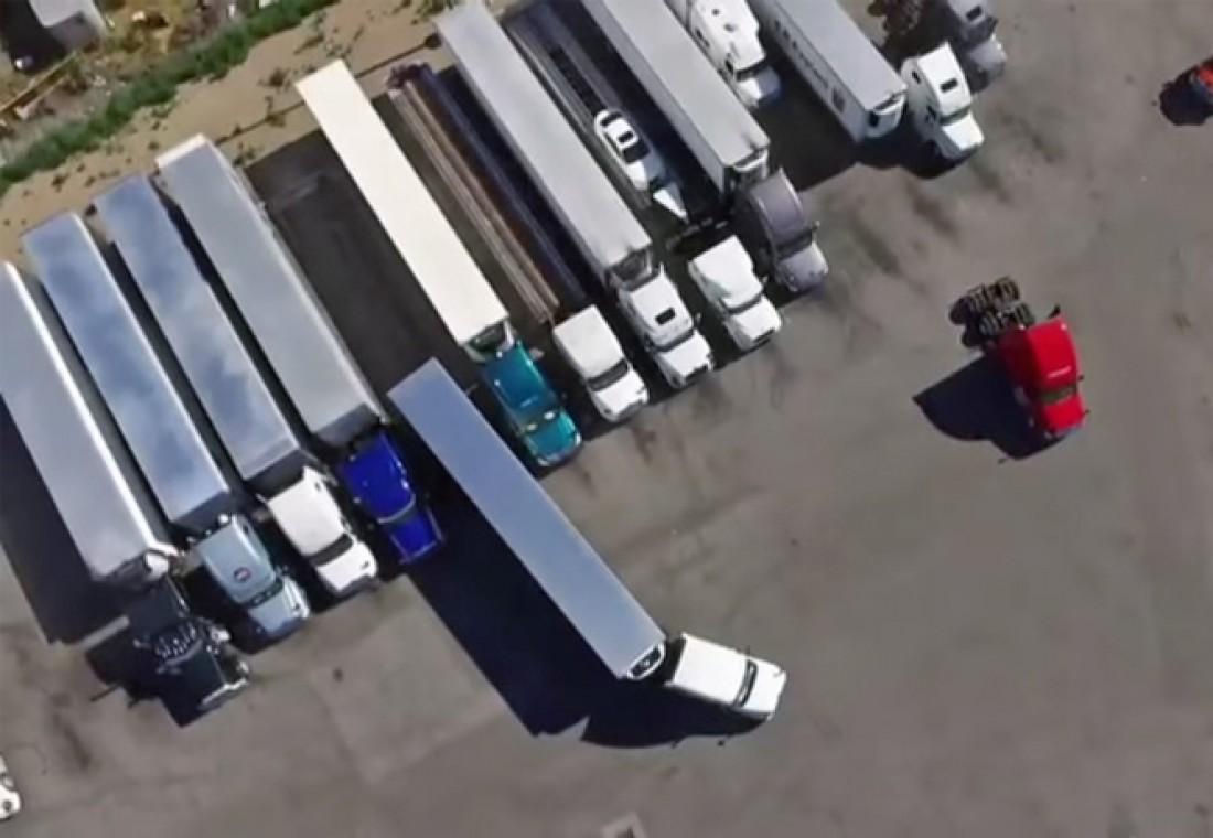 Парковка впритирку. В главной роли — фура длиной 13 метров