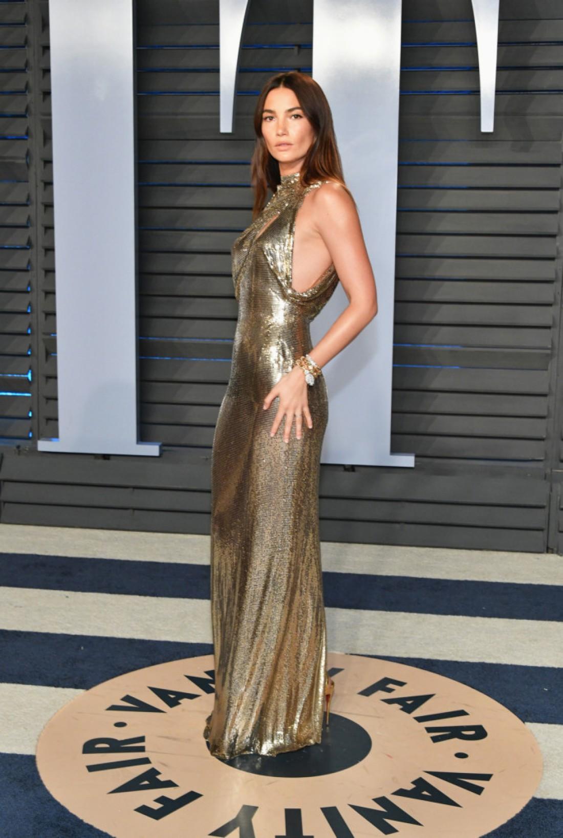 Лили Олдридж в золотом платье в пол