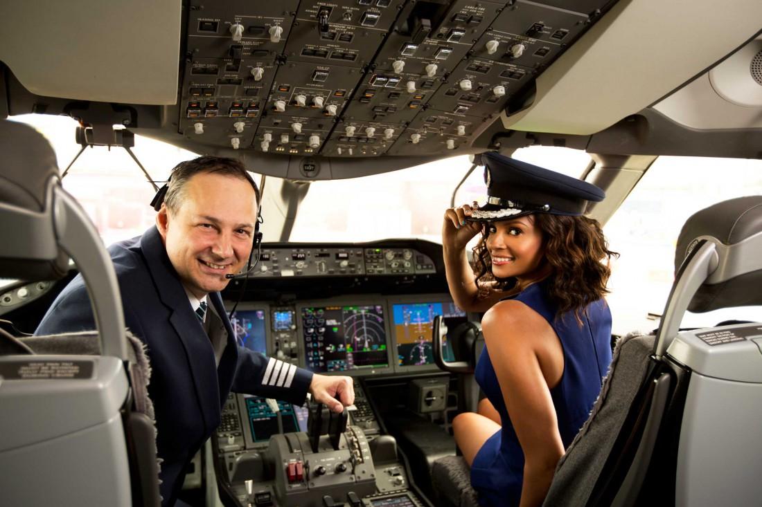 Волнуйся, когда в кабину пилота вошел симпатичный отвлекающий фактор
