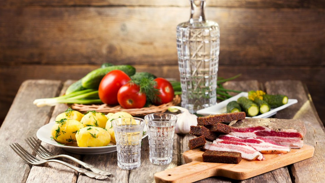 Лайфхак: как быстро избавиться от водки — купи к ней хорошую закуску