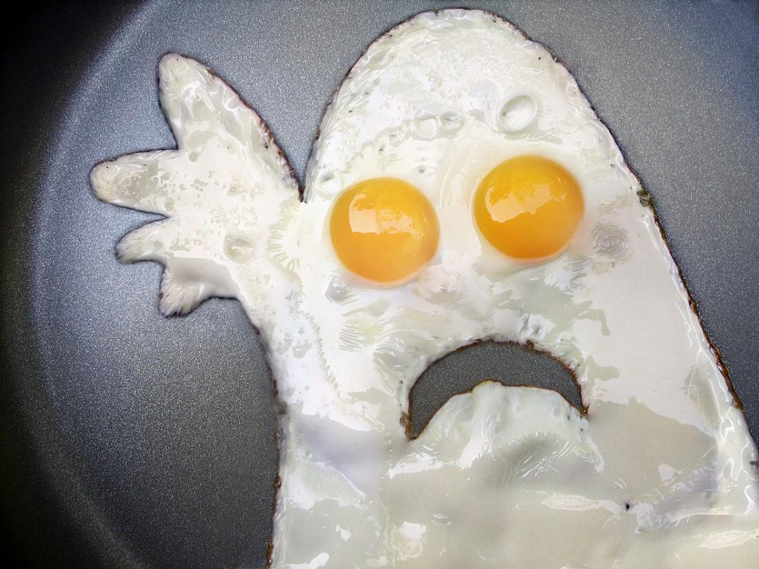 Куриные яйца каждый раз нервничают, когда выковыриваешь из них желток