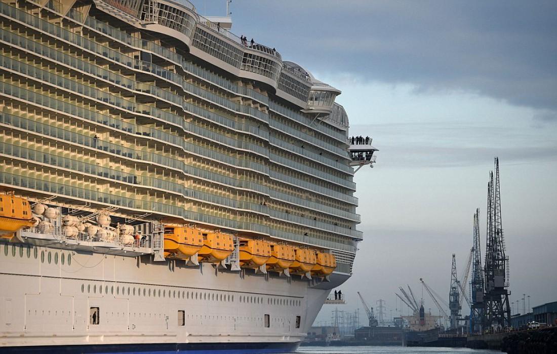 На борту гигантского Harmony of the Seas скучать не придется